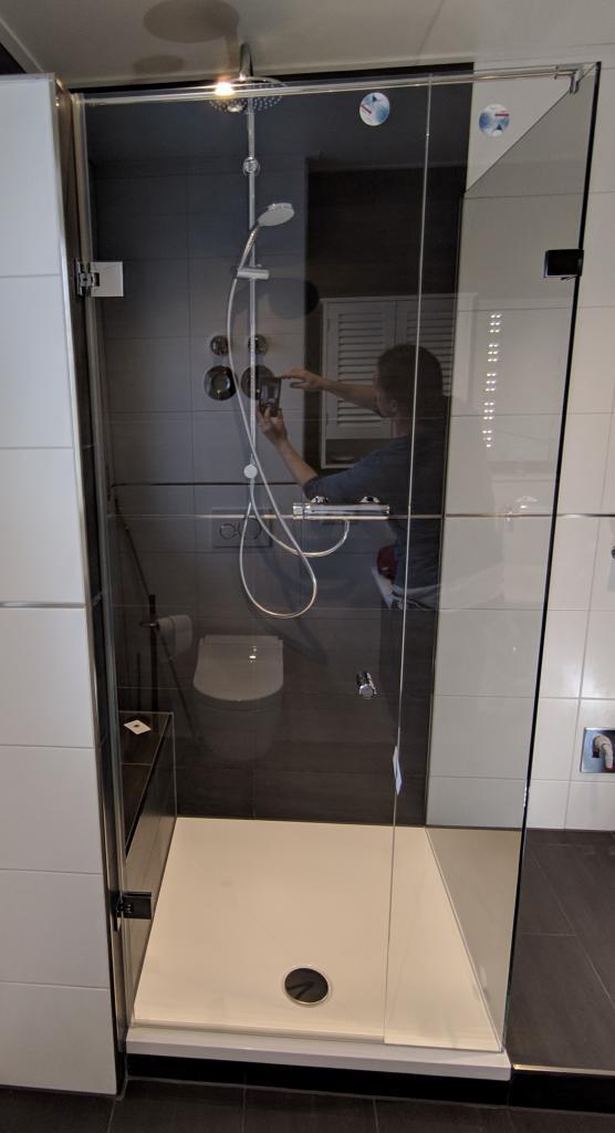 Dusche Glasdusche Milano Original von KL Glas Wand und  UV Verklebung Gehrung